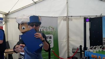 WATCH| Ploughing revellers race for prizes