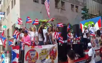 WATCH:  Waterford holidaymakers get close to Flo Rida in New York City parade
